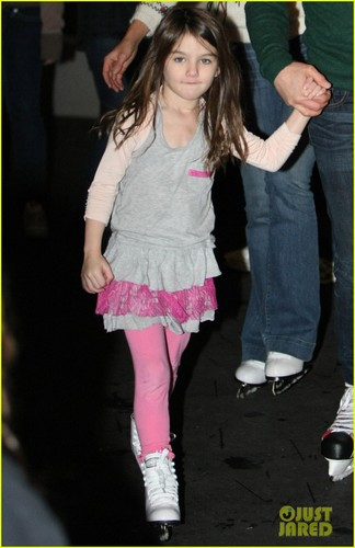 Suri Cruise: Ice Skating with Tom Cruise & Katie Holmes!