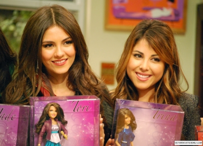 Victoria Justice & Her Doll!!! :D