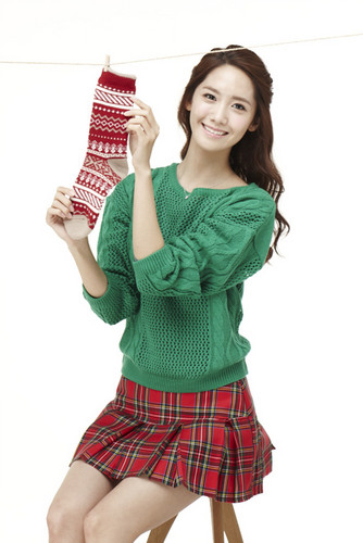 Im yoonA fond d'écran possibly containing a christmas stockage, empoissonnement entitled Yoona Innisfree Green Christmas