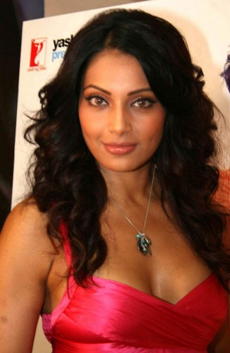 Bipasha Basu wallpaper probably with attractiveness and a portrait called bipasha