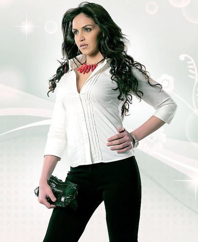 Bollywood wallpaper with a well dressed person, a legging, and a pantleg called esha