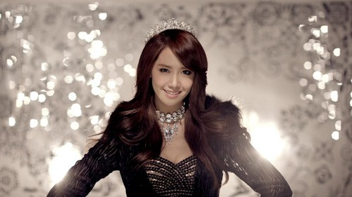 Im yoonA fond d'écran possibly containing a bustier, a hip boot, and a chemise called yoona 'the boys'
