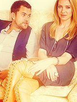 Anna Torv and Joshua Jackson fondo de pantalla possibly containing bare legs called ANNA&JOSHUA♥