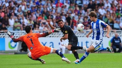 Alexis Sanchez - Real Sociedad (2) v FC Barcelona (2) - La Liga