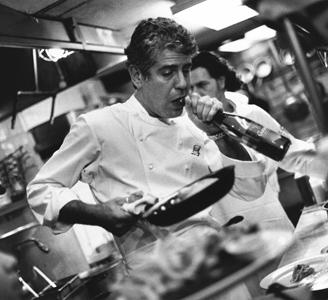 Anthony Bourdain: In the cozinha