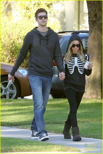Ashley Tisdale & Scott Speer: Saturday Stroll