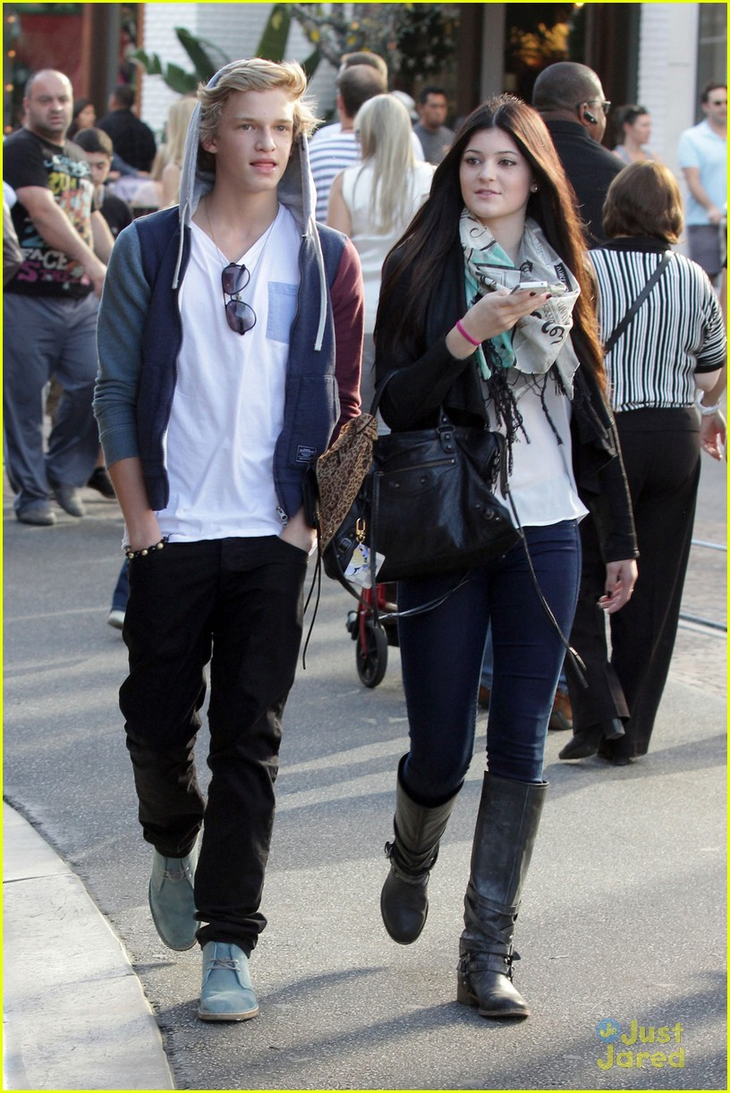 Cody Simpson Kylie Jenner Meet Up at the Grove cody simpson 27188094 816 1222 - Cody Simpson