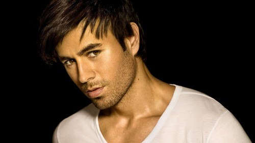 Enrique Iglesias wallpaper possibly with a portrait called Enrique.