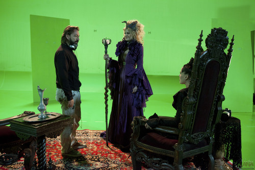 "Evil Queen/Regina Mills - Behind the Scenes of ""The Thing آپ Love Most"""