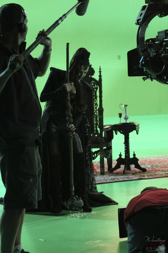 "Evil Queen/Regina Mills - Behind the Scenes of ""The Thing আপনি প্রণয় Most"""