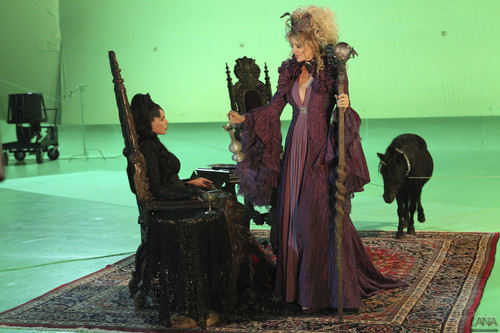"Evil Queen/Regina Mills - Behind the Scenes of ""The Thing Ты Любовь Most"""