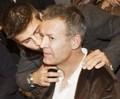 Gerard Piqué kisses man..