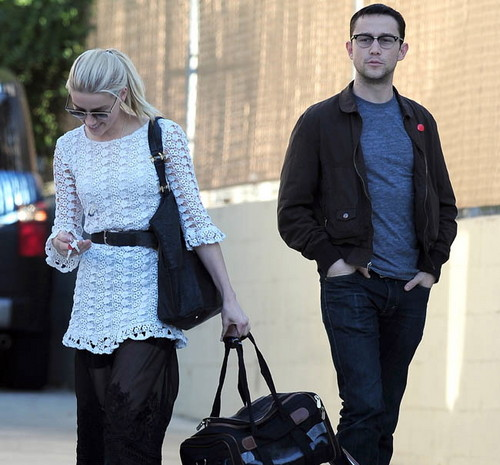 Grabbing lunch with Joseph Gordon-Levitt (November 26)