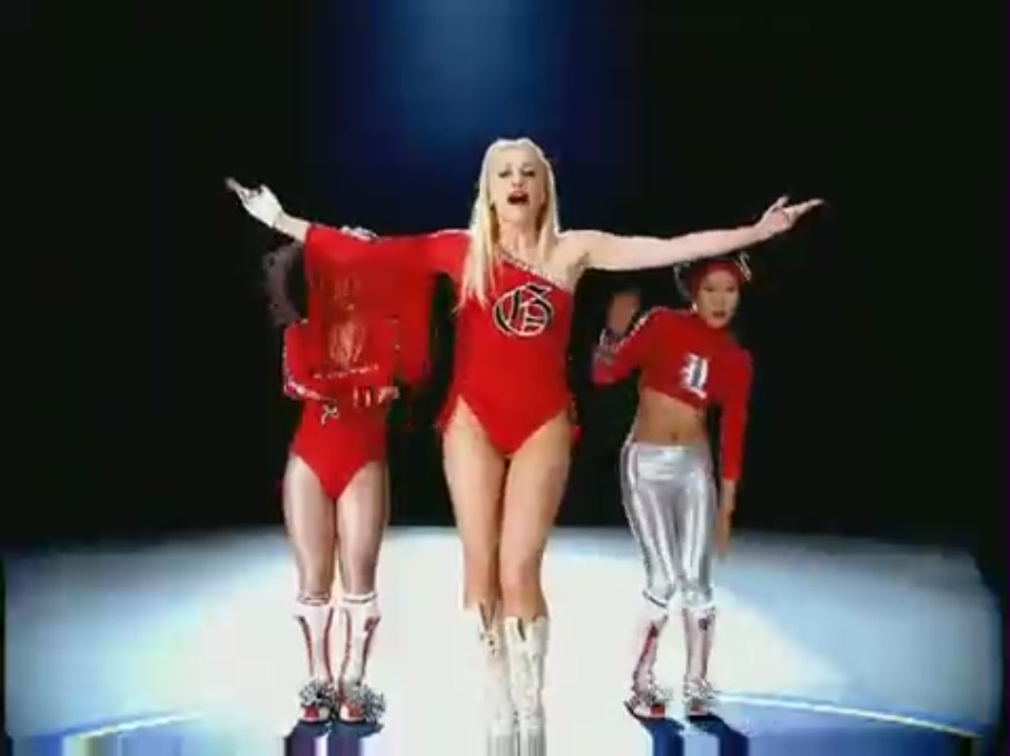 Gwen Stefani-Hollaback Girl - YouTube