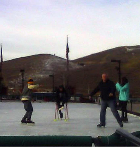 Justin & Selena with skatin