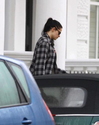 Kristen Stewart leaving Robert Pattinson's house in London, UK - November 24, 2011.