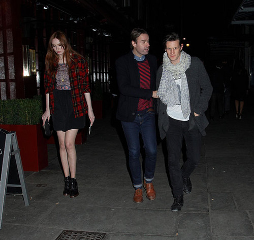 Matt Smith & Karen Gillan out and about in Londres 26/11/11
