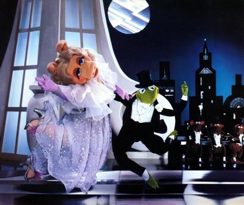 Miss Piggy Calendar 1982