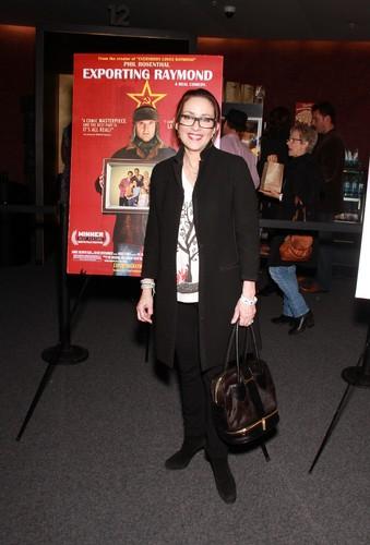 Патриция Хитон Обои with a business suit titled Patricia Heaton (2011)