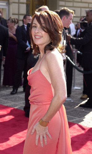 patricia heaton fondo de pantalla possibly with a cóctel, coctel dress, a cena dress, and a vestido entitled Patricia Heaton