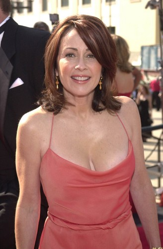 patricia heaton wallpaper possibly with a coquetel dress, a jantar dress, and a strapless titled Patricia Heaton