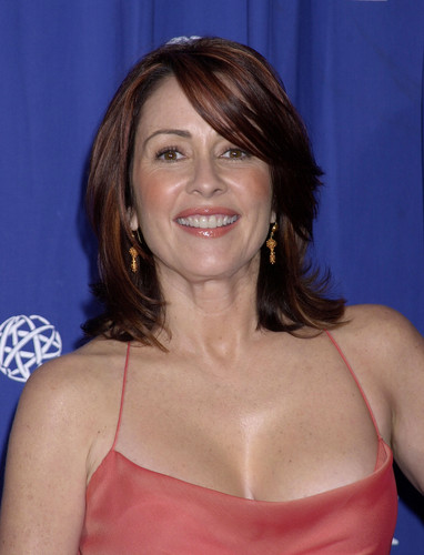 Патриция Хитон Обои possibly with attractiveness, a bustier, and a portrait entitled Patricia Heaton
