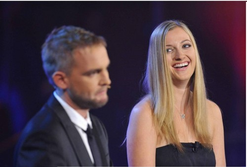 Petra Kvitova handed price in czech 音乐 ......