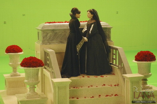 """Queen & Snow - Behind the Scenes of """"The cœur, coeur is a Lonely Hunter"""""""