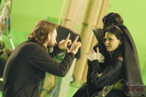 "Queen & Snow - Behind the Scenes of ""The دل is a Lonely Hunter"""