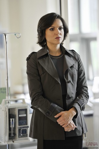 La Méchante Reine/Regina Mills fond d'écran containing a well dressed person and a business suit called Regina Mills - 1x03 - Episode Stills
