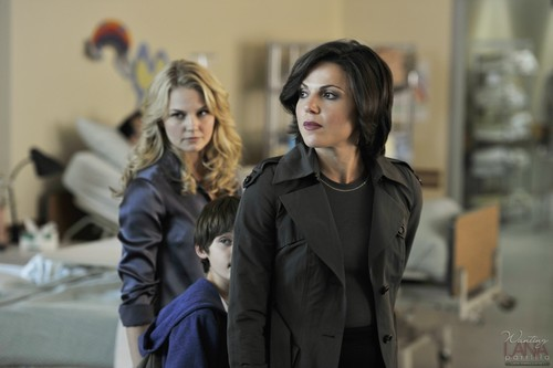 Злая Королева/Реджина Миллс Обои with a business suit and a well dressed person called Regina Mills - 1x03 - Episode Stills
