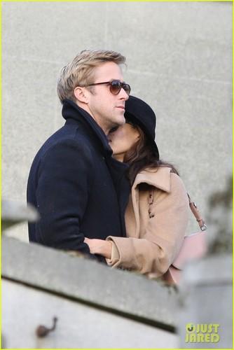 Ryan anak angsa, gosling & Eva Mendes: Parisian Pair