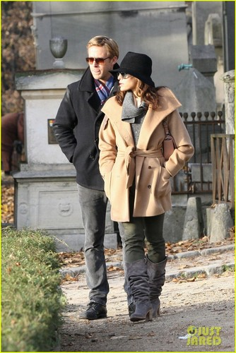 Ryan sisiw ng gansa & Eva Mendes: Parisian Pair