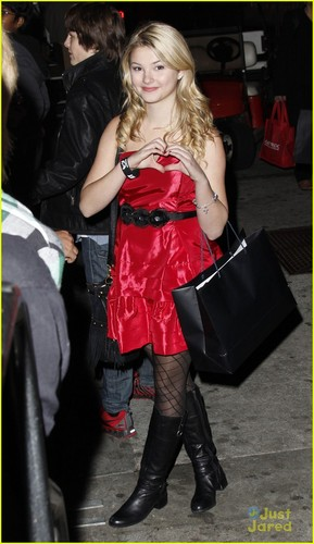 Stefanie Scott arrives at the 2011 Hollywood Christmas Parade (November 27) in Hollywood.