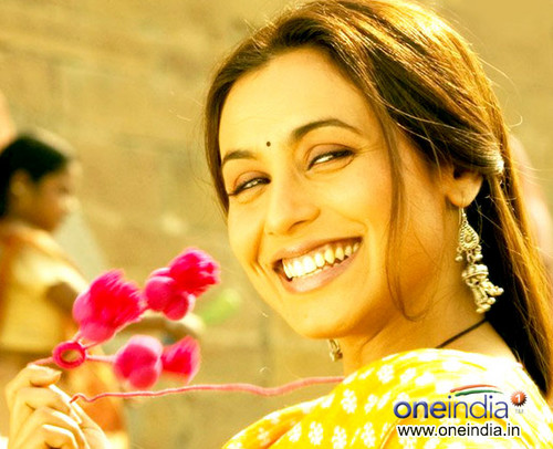 Rani Mukherjee kertas dinding with a bouquet entitled rani