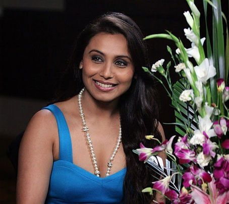 Rani Mukherjee kertas dinding containing a bouquet and an oleander entitled rani