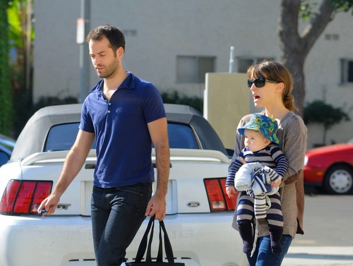 Heading out to lunch at Axe with her family in Venice, CA (November 30th 2011)