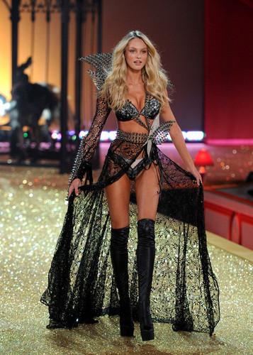 2010 Victoria's Secret Fashion Показать - впп, взлетно-посадочная полоса