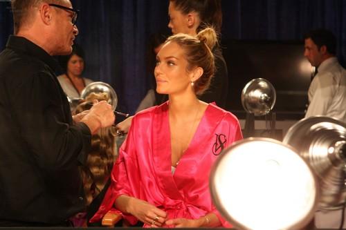 2011 Victoria's Secret Fashion Показать - Backstage