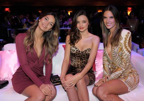 2011 Victoria's Secret Fashion दिखाना Viewing Party