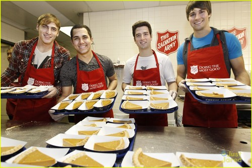 Big Time Rush: Thanksgiving At Salvation Army!