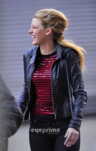 Blake Lively is all smiles on the Gossip Girl Set in NY, Dec 1