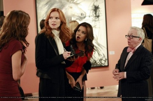 "Desperate Housewives wallpaper probably with a well dressed person, a business suit, and an outerwear entitled DESPERATE HOUSEWIVES Season 8 Episode 8 ""Suspicion Song"""