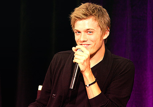 Jake Abel fondo de pantalla possibly with a concierto called Jake