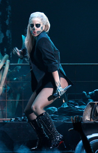 Lady Gaga performing live at Grammys Nominations konzert