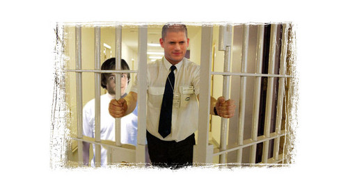 Michael Scofield escapes with LJ - prison-break Photo
