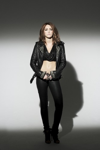 Teen Idols Hintergrund with tights, bare legs, and hosiery entitled Miley Cyrus-Can't Be Tamed Foto Shoot
