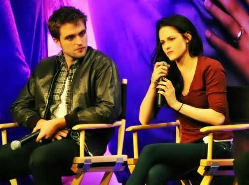 Robert Pattinson & Kristen Steward at the Breaking Dawn Convention