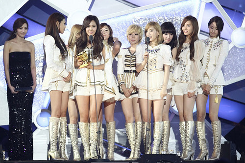 SNSD - Best Artist Of The jaar (2011 MAMA)