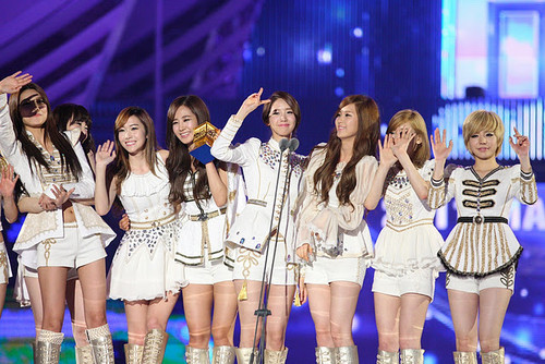 SNSD - Best Artist Of The Year (2011 MAMA)